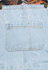Karl Kani - ORIGINALS DUNGAREE - Shorts - light blue - 6