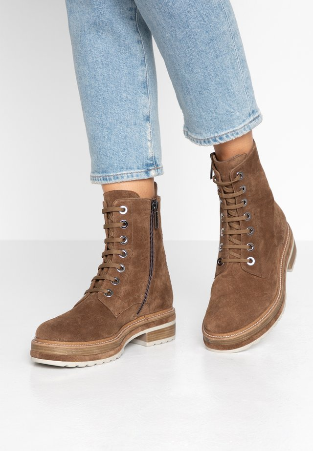 ANDREA - Platform ankle boots - toffee