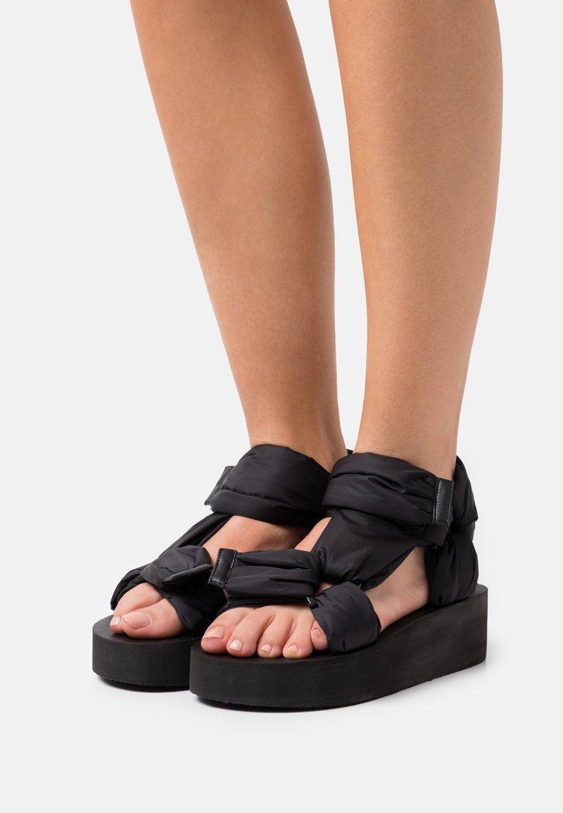 Red V - Platform sandals - nero