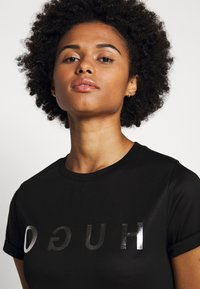 HUGO - DENNA - Camiseta estampada - black/silver - 3