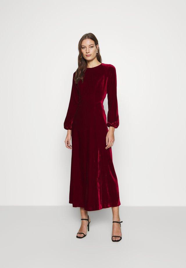 AUCUBA - Suknia balowa - pomegranate