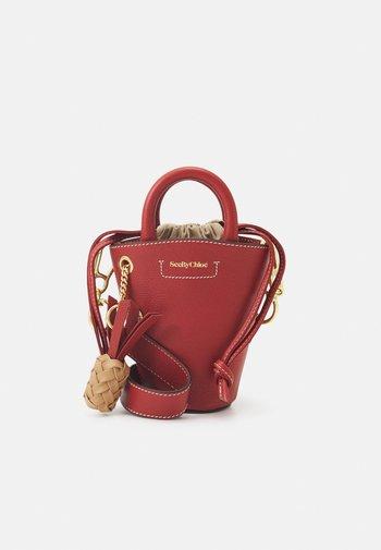 CECILIA SMALL TOTE - Handbag - faded red
