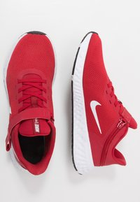 Nike Performance - REVOLUTION 5 FLYEASE - Zapatillas de running neutras - gym red/white/black - 1