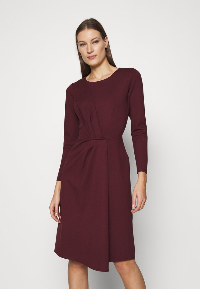 DRAPED FRONT A-LINE DRESS - Jerseyklänning - maroon