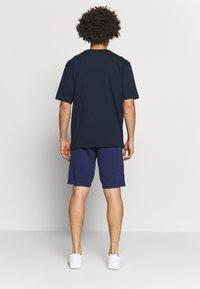 Champion - LOGO BERMUDA - Pantalón corto de deporte - dark blue - 2