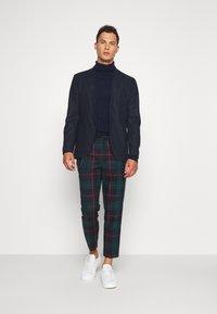 Twisted Tailor - RAINES TROUSER - Pantaloni - green - 1