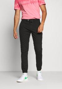 Tommy Jeans - SCANTON JOGGER DOBBY PANT - Pantaloni sportivi - black - 0