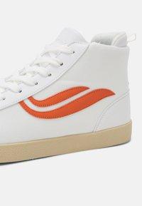 Genesis - G-HELÁ MID UNISEX - Vysoké tenisky - white/orange - 4