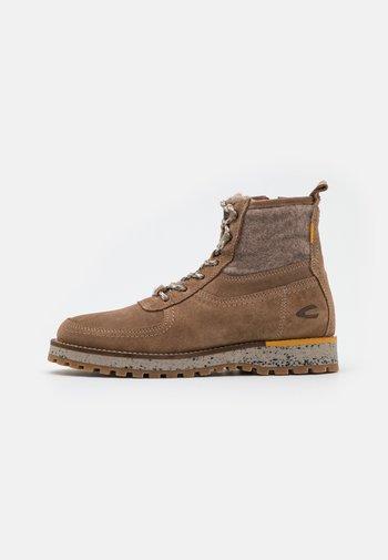 PILGRIM - Lace-up ankle boots - walnut