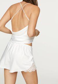 OYSHO - TOP IM DESSOUS-LOOK MIT SPITZE 30212801 - Pyžamový top - white - 2