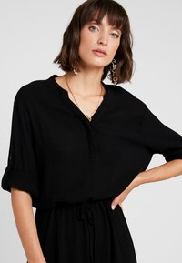 Soaked in Luxury - ZAYA DRESS - Day dress - black - 3