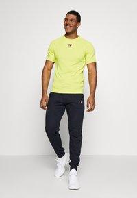 Tommy Sport - TRAINING CHEST LOGO  - Print T-shirt - green - 1