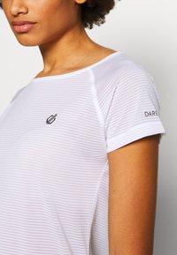 Dare 2B - DEFY TEE - T-shirt med print - white - 4