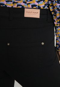 NAF NAF - POWER SKINNY - Trousers - noir - 3