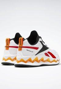 Reebok - ZIG ELUSION ENERGY SHOES - Chaussures de running neutres - white - 7