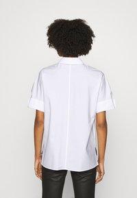 KARL LAGERFELD - PLEAT TUCK  - Button-down blouse - white - 2