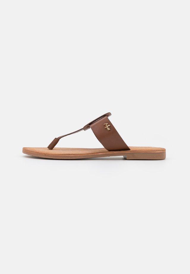 GAVIA - Sandály s odděleným palcem - tan