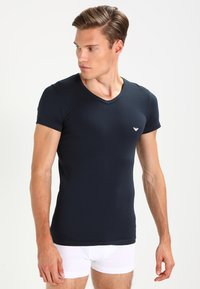 Emporio Armani - V NECK 2 PACK - T-shirt basic - white/navy blue