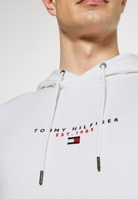 Tommy Hilfiger - ESSENTIAL HOODY - Sweat à capuche - white - 4