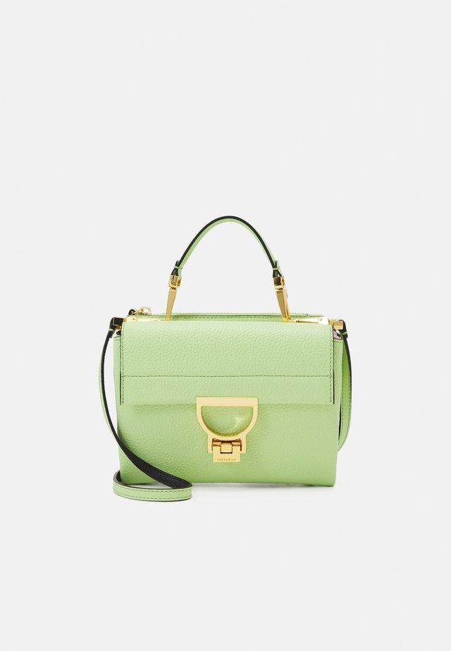 ARLETTIS - Käsilaukku - tea green