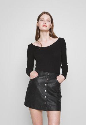 ONLTANZIA NECK  - Stickad tröja - black