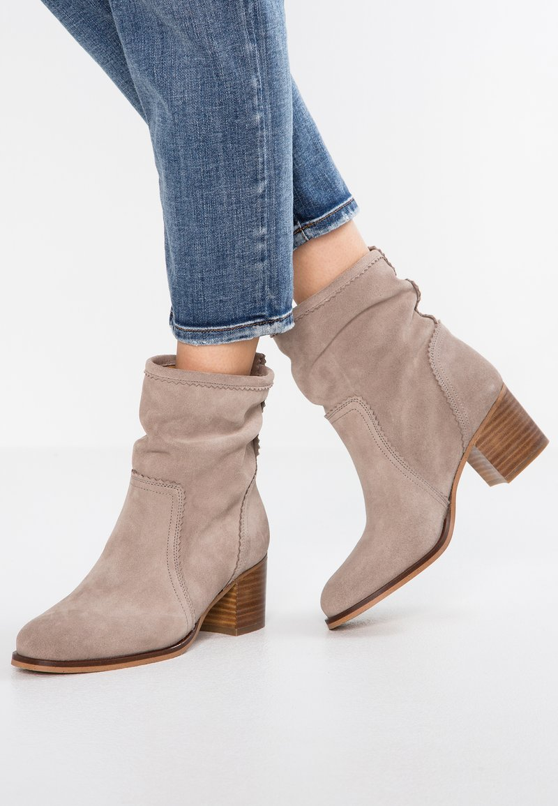 Anna Field - LEATHER BOOTIES - Støvletter - taupe