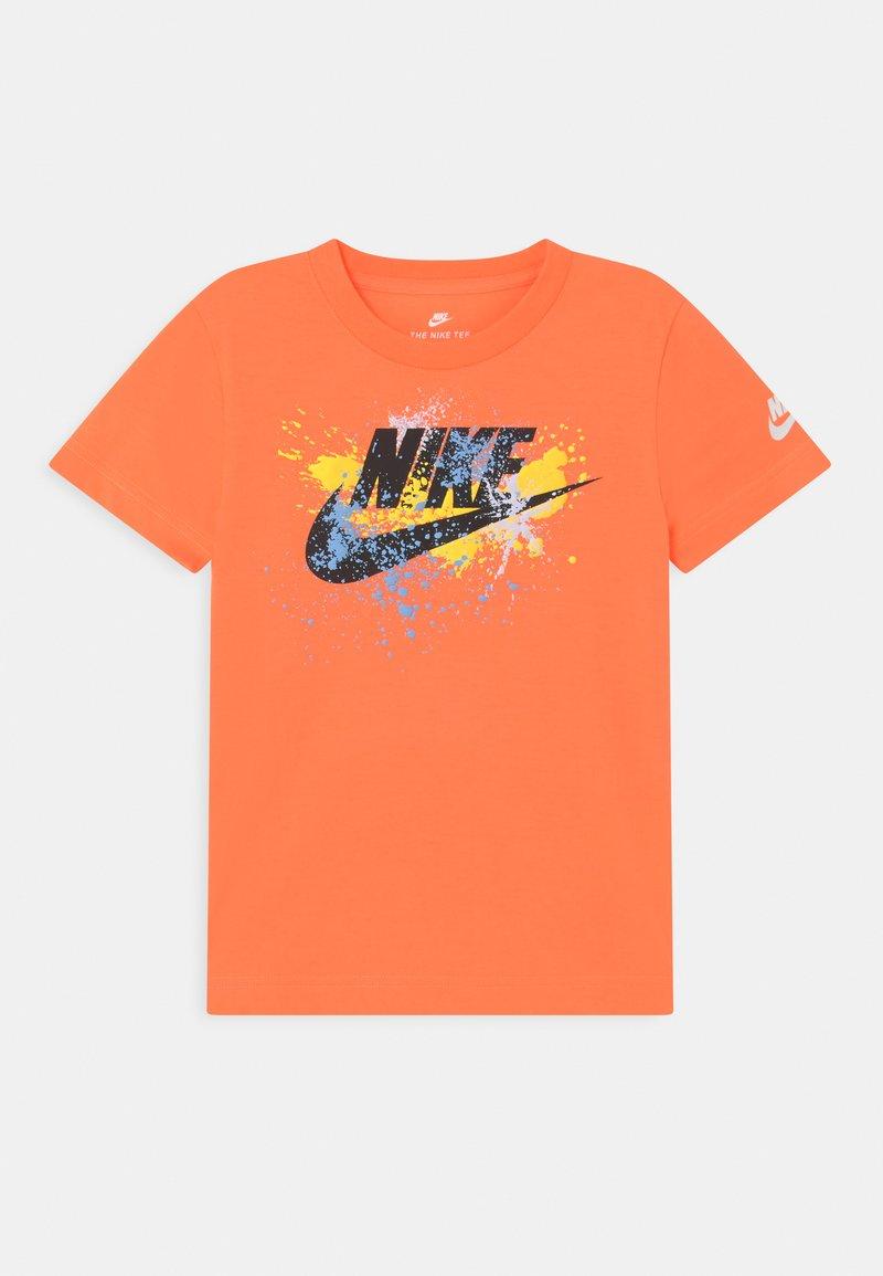 Nike Sportswear - WILD RUN FUTURA  - Print T-shirt - atomic orange