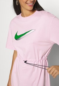 Nike Sportswear - DRESS - Žerzejové šaty - pink foam - 4