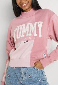 Tommy Jeans - COLLEGIATE CUT SEW CREW - Sweatshirt - pink - 4