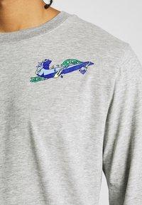 Nike Performance - DRY TEE HOOK - Bluzka z długim rękawem - dark grey heather - 6