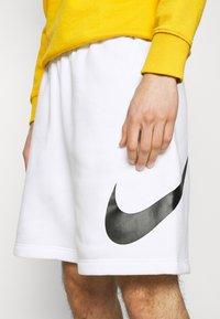 Nike Sportswear - CLUB - Shorts - white - 5