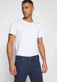 Tommy Jeans - DAD JEAN STRAIGHT - Jeans straight leg - oslo dark blue com - 3