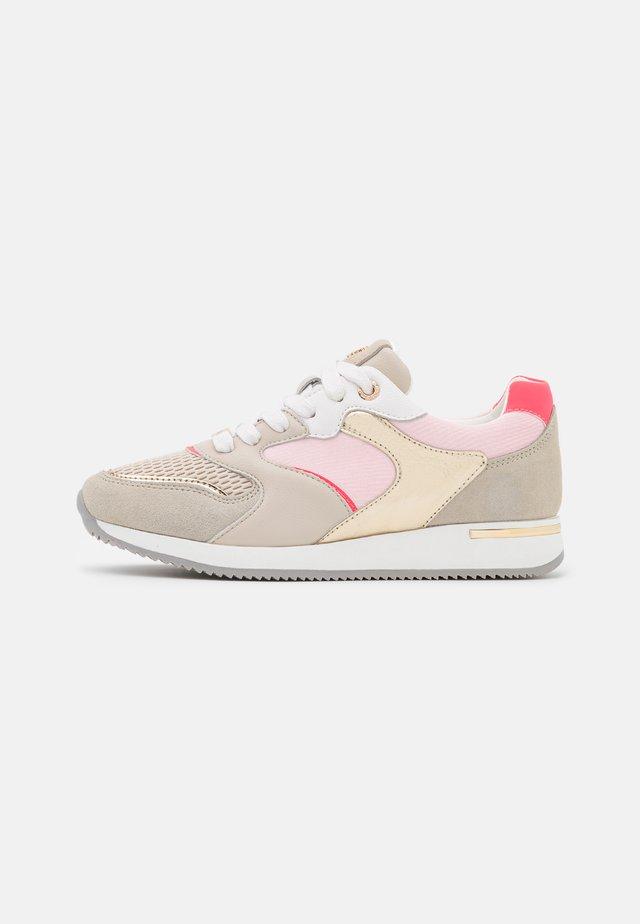 GEMMA - Sneakers basse - beige/pink