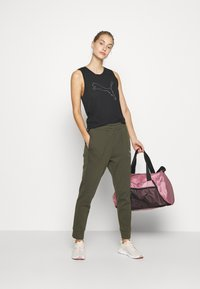 Puma - NU-TILITY PANTS - Pantaloni sportivi - forest night - 1