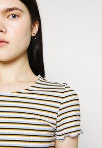 ONLY - ONLEMMA STRIPE - Print T-shirt - cloud dancer/blue/yellow stripes - 5