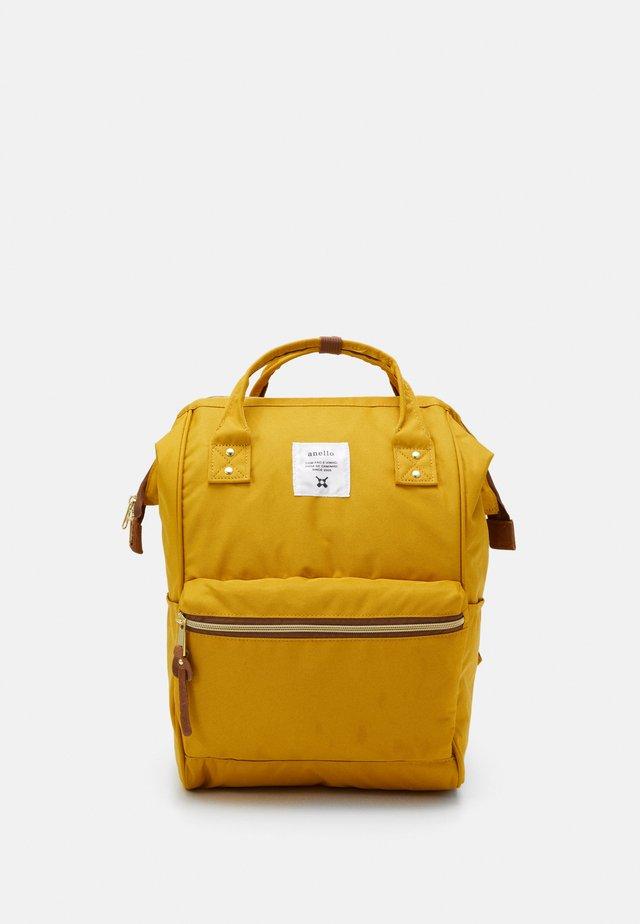 STANDARD TOTE PATCH LOGO UNISEX - Sac à dos - yellow