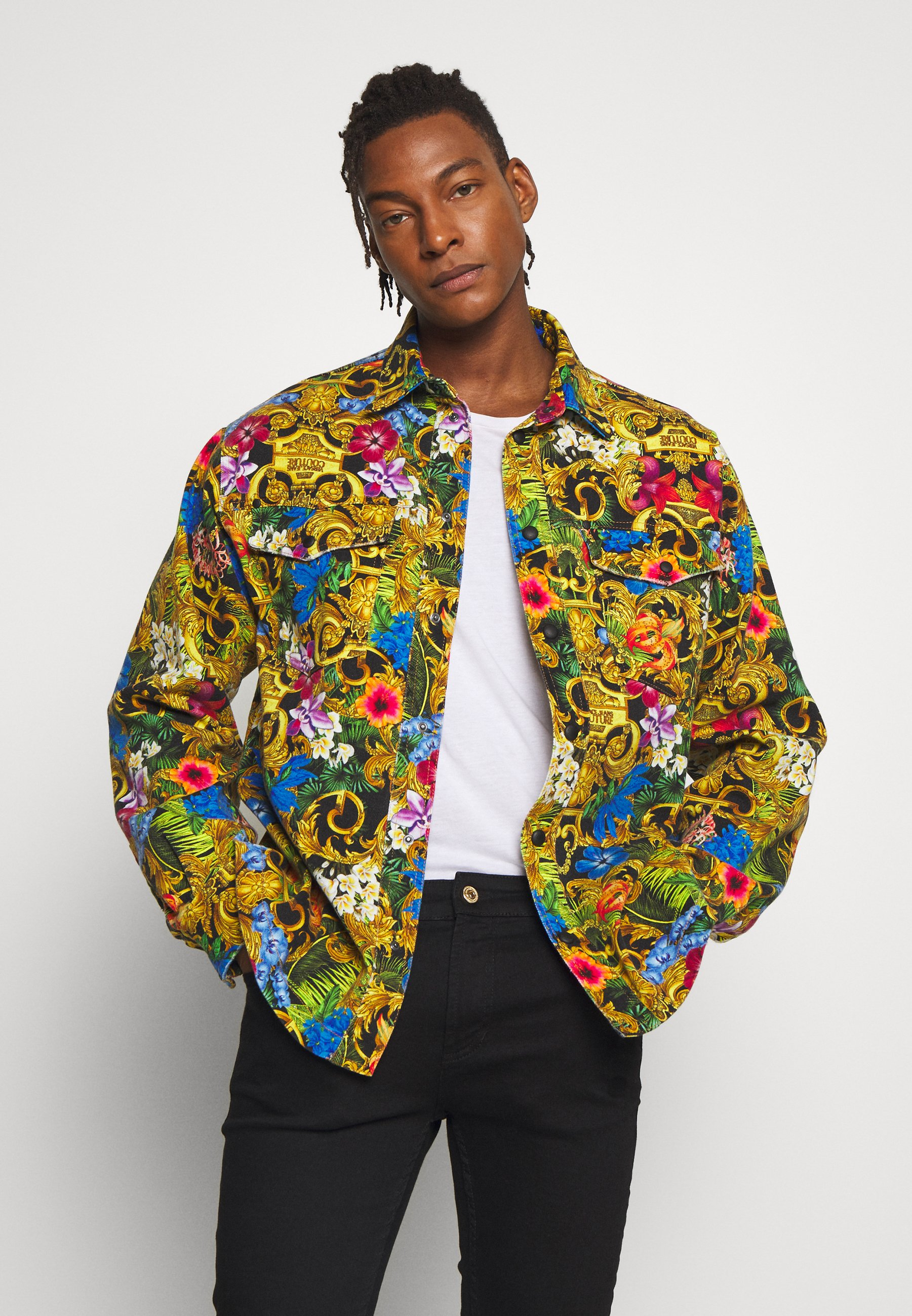 Uusi Julkaisu Miesten vaatteet Sarja dfKJIUp97454sfGHYHD Versace Jeans Couture JACKET ALLOVER PRINT Farkkutakki multi