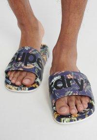 Superdry - PRINTED  - Pool shoes - indo leaf - 0