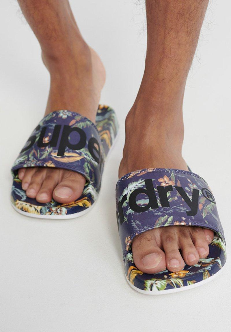 Superdry - PRINTED  - Pool shoes - indo leaf