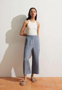 OYSHO - Pantalon classique - blue - 0