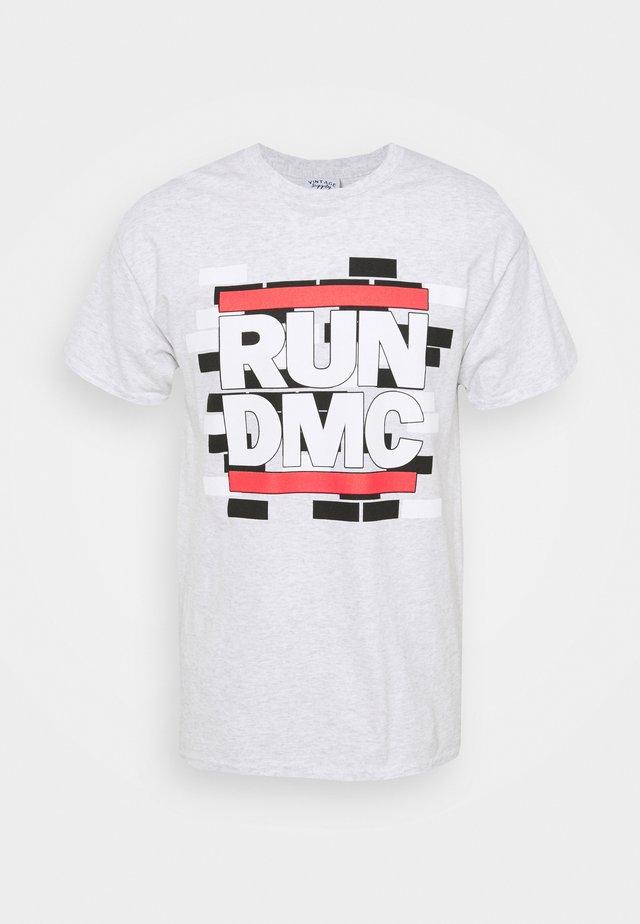 WITH RUN DMC GRAPHIC - Print T-shirt - ash grey