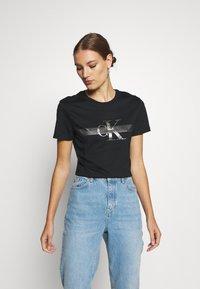 Calvin Klein Jeans - METALLIC SLIM TEE - Print T-shirt - black beauty - 0