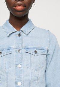 Vero Moda Tall - VMFAITH SLIM JACKET MIX - Jeansjakke - light blue denim - 5