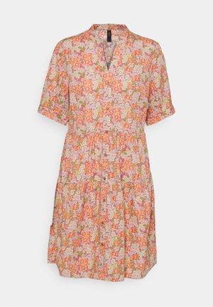 YASDOWA DRESS - Denní šaty - star white