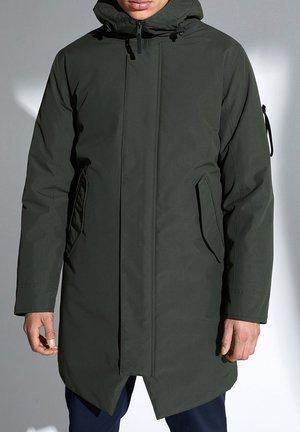 GUNTER - Winter coat - dunkelgrün