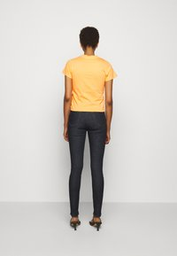 Victoria Victoria Beckham - SLIM FIT LOGO - Print T-shirt - tropical punch orange - 2
