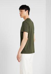 Lacoste - T-shirt basique - baobab - 2