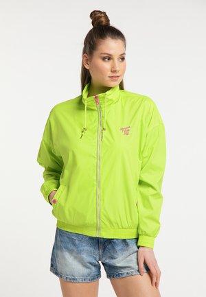 WINDBREAKER - Summer jacket - neongrün