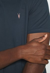 AllSaints - BRACE CONTRAST CREW - Basic T-shirt - sapphire blue - 5