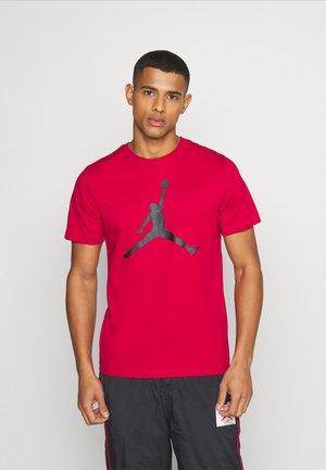 JUMPMAN FILL CREW - T-Shirt print - gym red/black